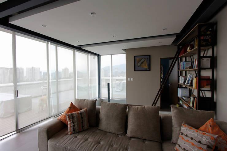 Penthouse SENS: Salas multimedia de estilo  por ARCO Arquitectura Contemporánea