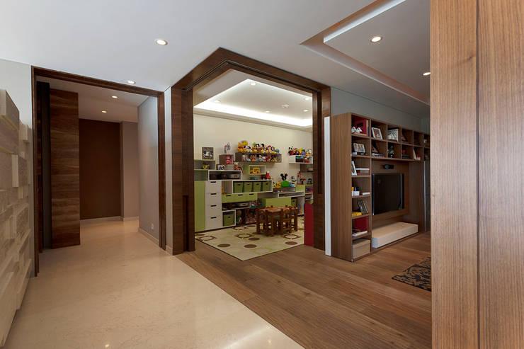 Kamar Bayi/Anak Modern Oleh ARCO Arquitectura Contemporánea Modern