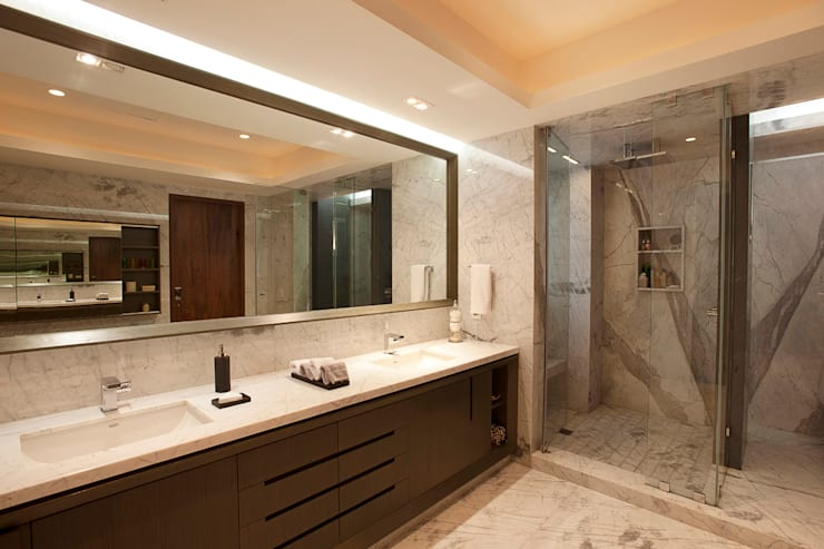 Baños de estilo moderno por ARCO Arquitectura Contemporánea