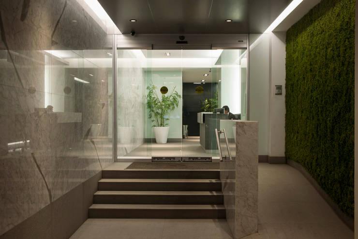 Lobby Insurgentes : Casas de estilo  por ARCO Arquitectura Contemporánea