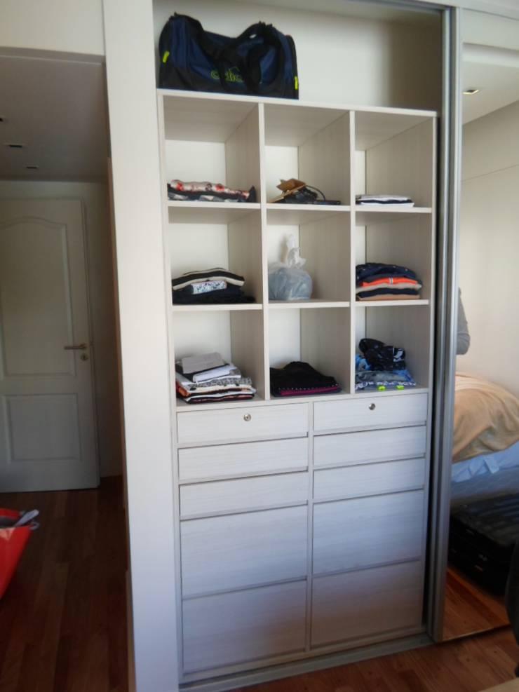 Dormitorio Suite: Pasillos, vestíbulos y escaleras  de estilo  por Estudio BASS Arquitectura
