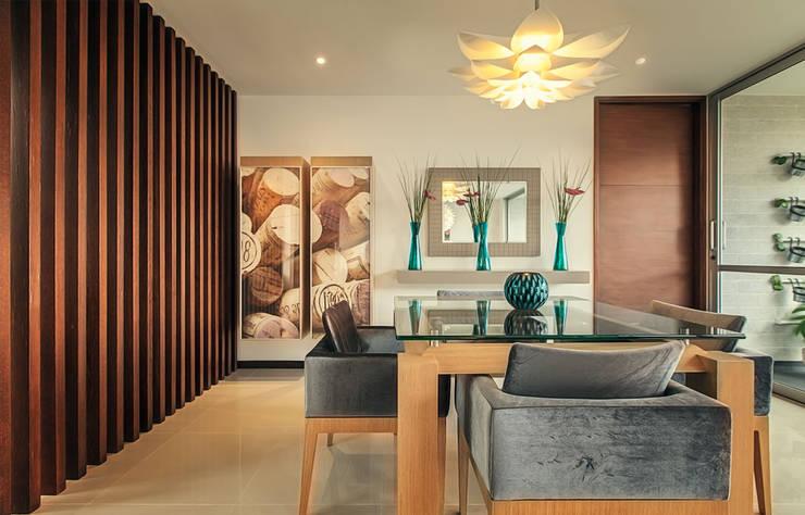 modern Dining room by Cristina Cortés Diseño y Decoración