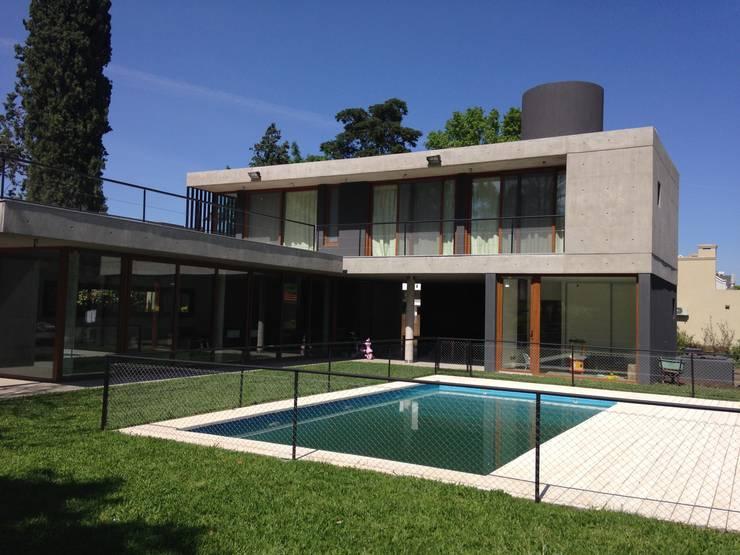 Piscina: Casas de estilo  por ARM Arquitectos