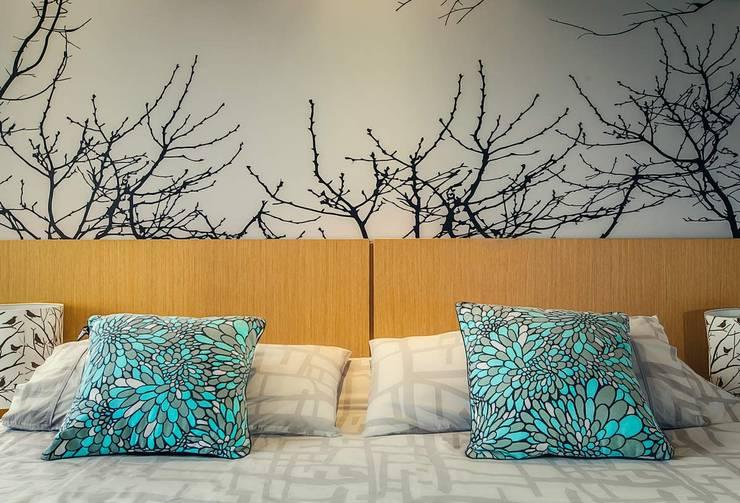 modern Bedroom by Cristina Cortés Diseño y Decoración