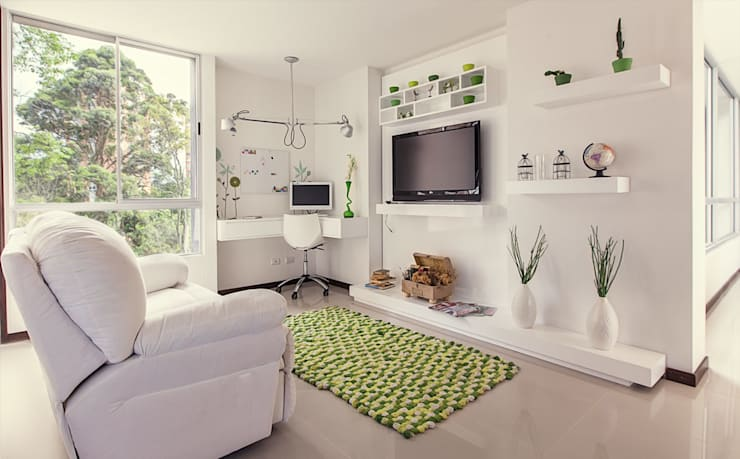 Sala de Star: Sala multimedia de estilo  por Cristina Cortés Diseño y Decoración