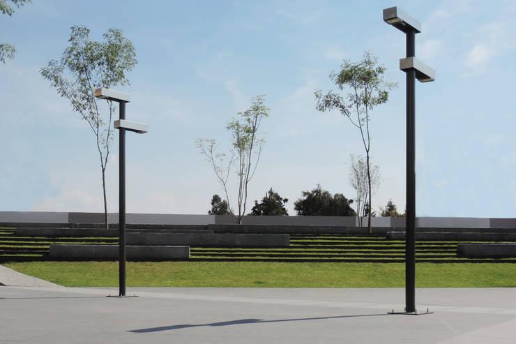 Luminarias Oaxaca: Jardín de estilo  por Diseño Neko