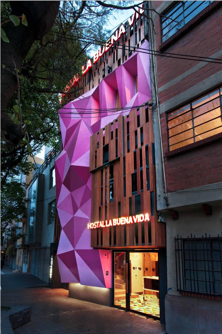 Hostal la Buena Vida: Casas de estilo  por ARCO Arquitectura Contemporánea