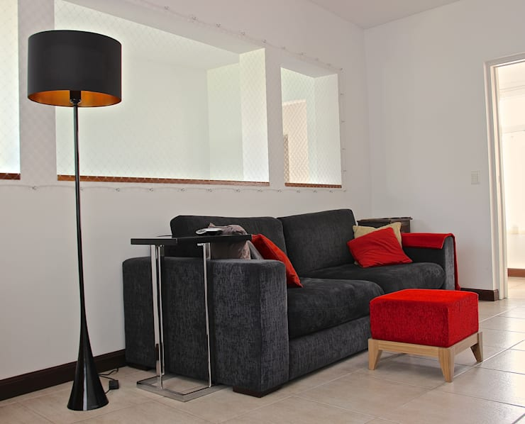 PLAYROOM HOME UP 1: Salas multimedia de estilo  por HOME UP
