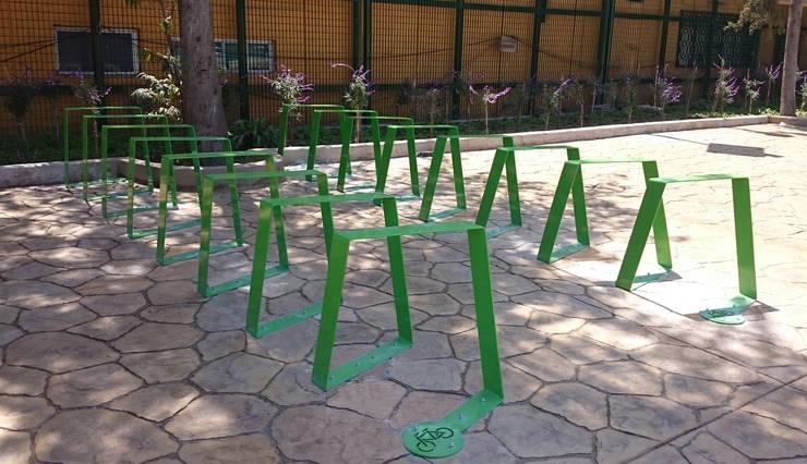 Aparcabicicletas Toluca: Jardín de estilo  por Diseño Neko
