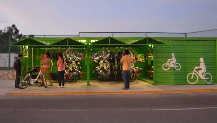 Carrusel en Kiosco para bicis: Jardín de estilo  por Diseño Neko