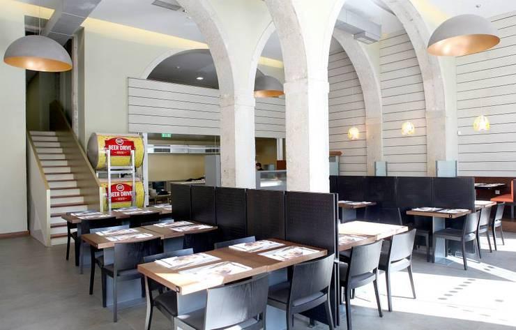 Restaurante Marco . Largo de Santos . lisboa: Espaços de restauração  por Pedro Ferro Alpalhão Arquitecto