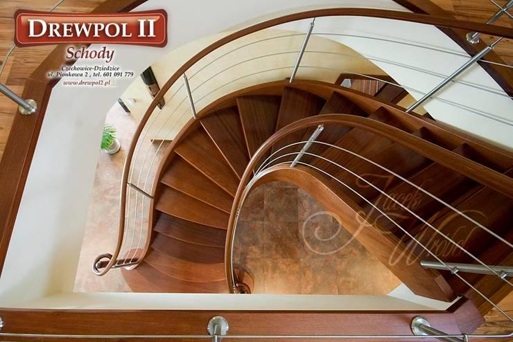 Schody Drewpol II: styl , w kategorii Korytarz, przedpokój zaprojektowany przez Drewpol II,Nowoczesny Drewno O efekcie drewna