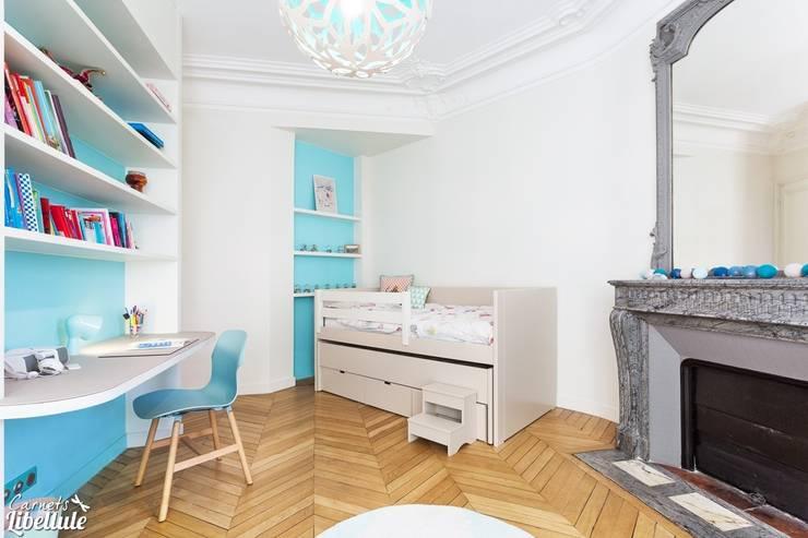 Chambre de fille bleu turquoise: Chambre d'enfant de style  par Carnets Libellule