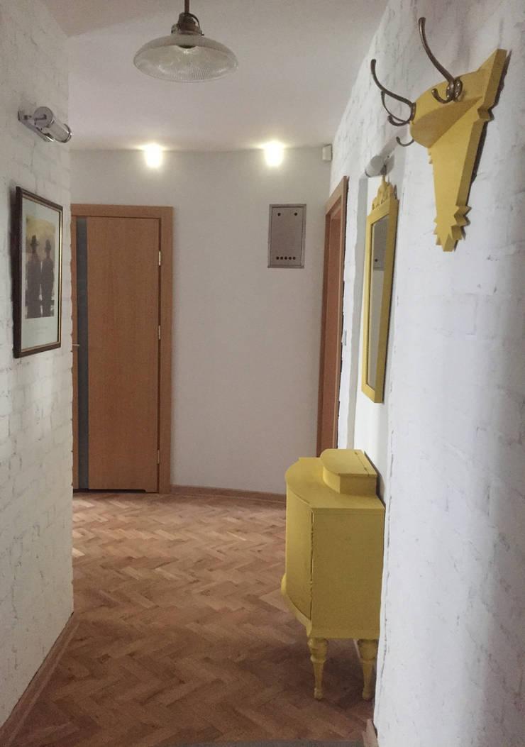 Couloir et hall d'entrée de style  par QCA ,