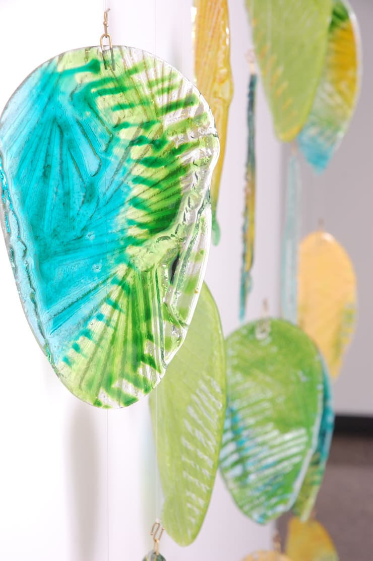 Mural <q>Hojarasca</q>: Paredes y pisos de estilo  por Indigo Glass Art