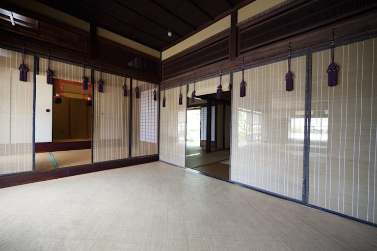 八女すだれ王朝 Yame Sudare Ohcho: 株式会社鹿田産業  SHIKADA SANGYO INC.が手掛けたリビングルームです。