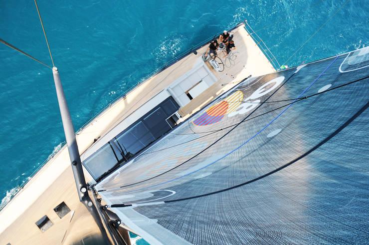 Yates y jets de estilo  por Luca Dini Design