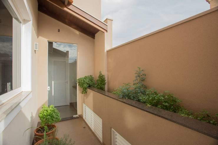 Jardines de estilo rural por Biloba Arquitetura e Paisagismo