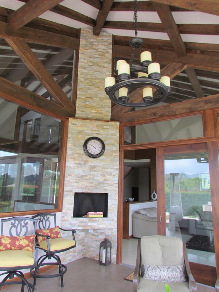 Exteriores: Casas de estilo  por Arquitectura Madrigal