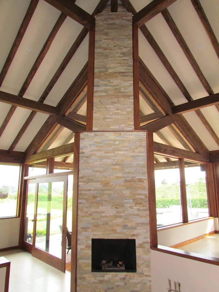 Sala: Salas de estilo  por Arquitectura Madrigal