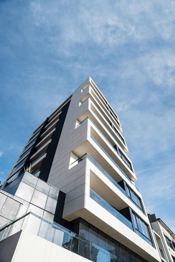 80/10 Urban Living: Casas de estilo  por SAU Arquitectos, Moderno