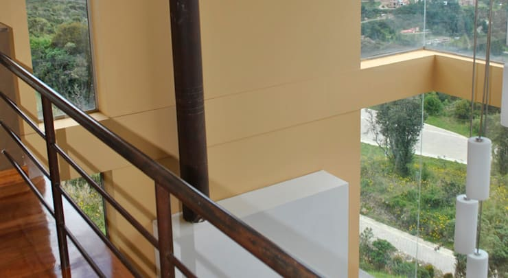 Casa Riveros: Pasillos y vestíbulos de estilo  por Arquitectura MGC