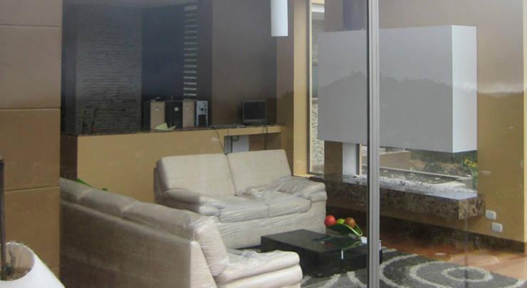 Casa Riveros: Salas de estilo  por Arquitectura MGC