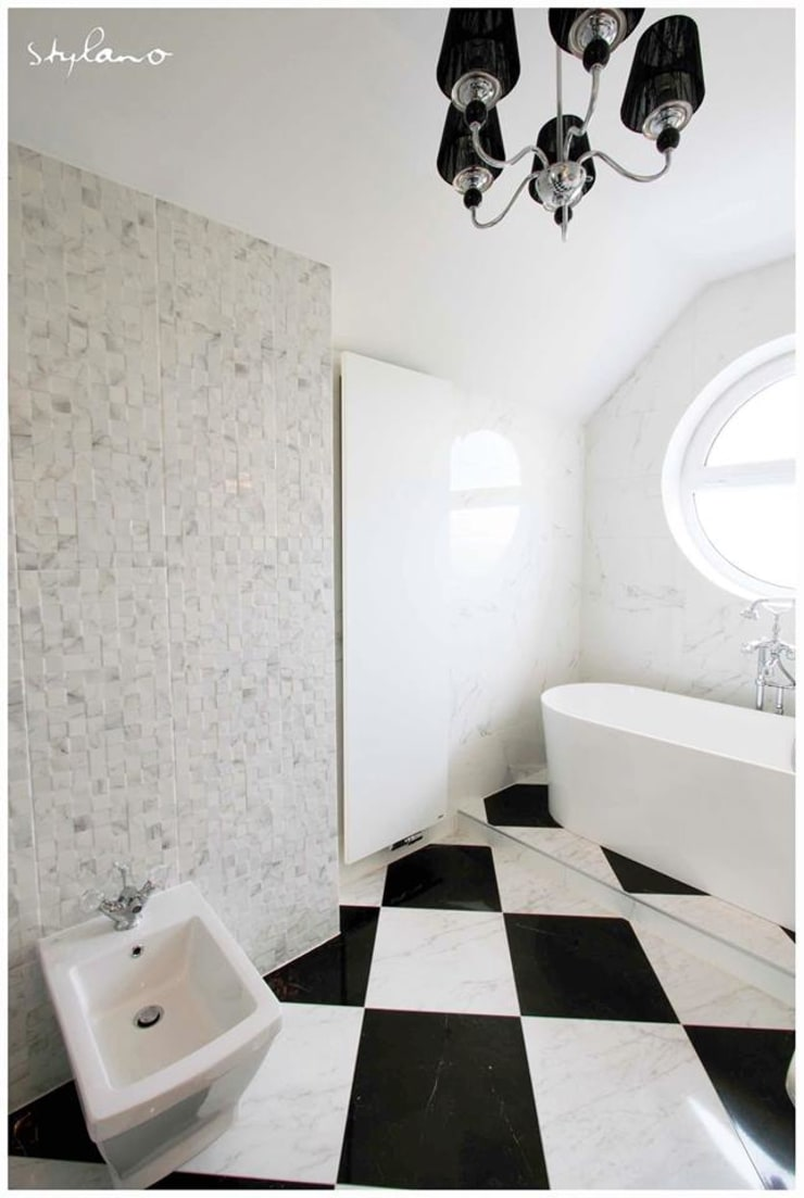 Łazienka – biało czarna elegancja: styl , w kategorii Łazienka zaprojektowany przez Stylano,Eklektyczny Płytki