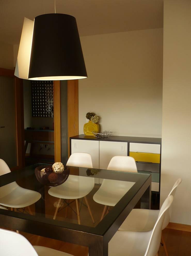 Apartamento Matosinhos: Salas de jantar  por Kohde