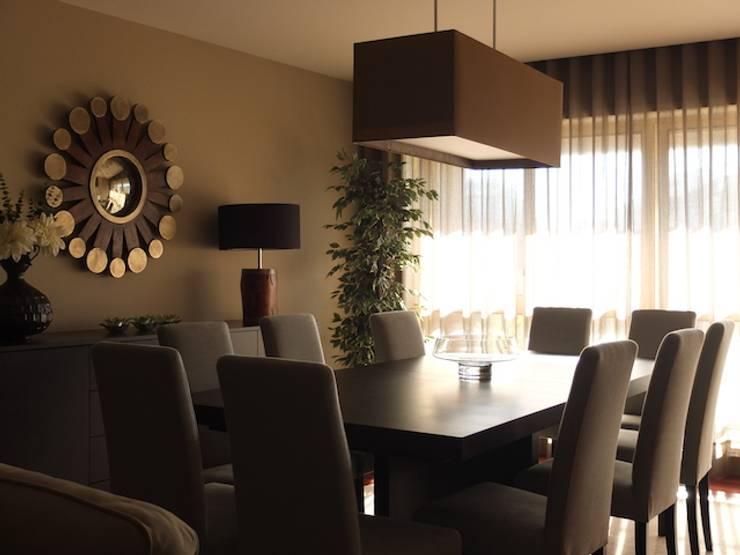 Sala apartamento Matosinhos: Salas de jantar  por Kohde
