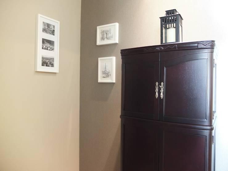 Sala apartamento Matosinhos: Corredores e halls de entrada  por Kohde