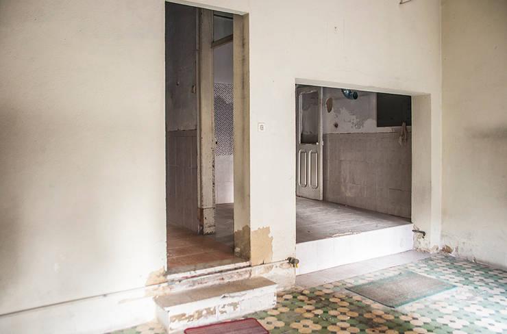 Before - Kitchen:   por Architecture Tote Ser