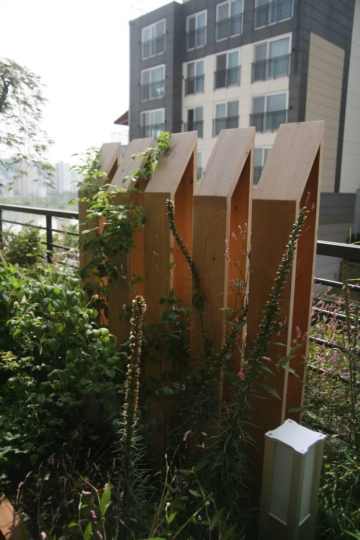 Garden by 푸르네, Modern