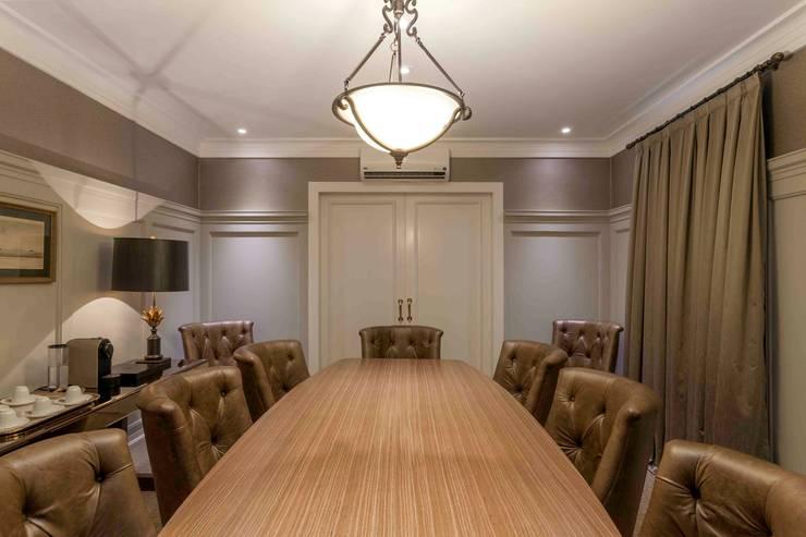 Sala de Reunião: Espaços comerciais  por Piloni Arquitetura
