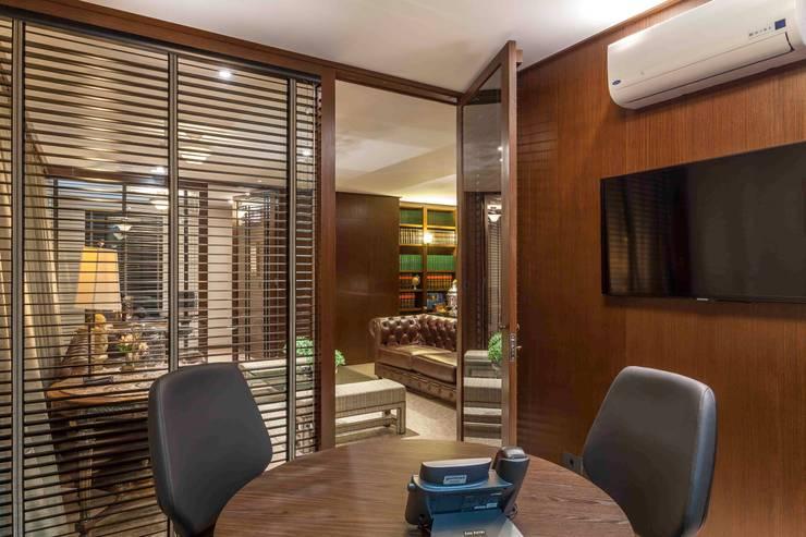 Sala de Reuniões: Espaços comerciais  por Piloni Arquitetura