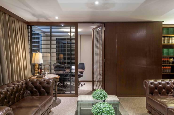 Recepção e Sala de Espera: Espaços comerciais  por Piloni Arquitetura