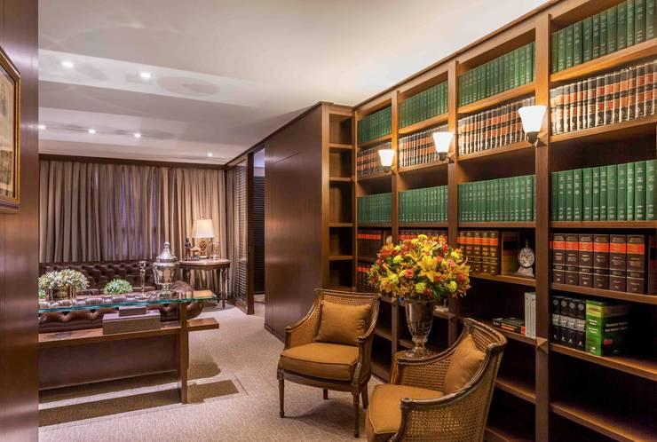 Biblioteca: Espaços comerciais  por Piloni Arquitetura
