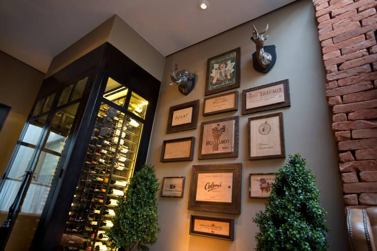 Locales gastronómicos de estilo  de Piloni Arquitetura, Clásico