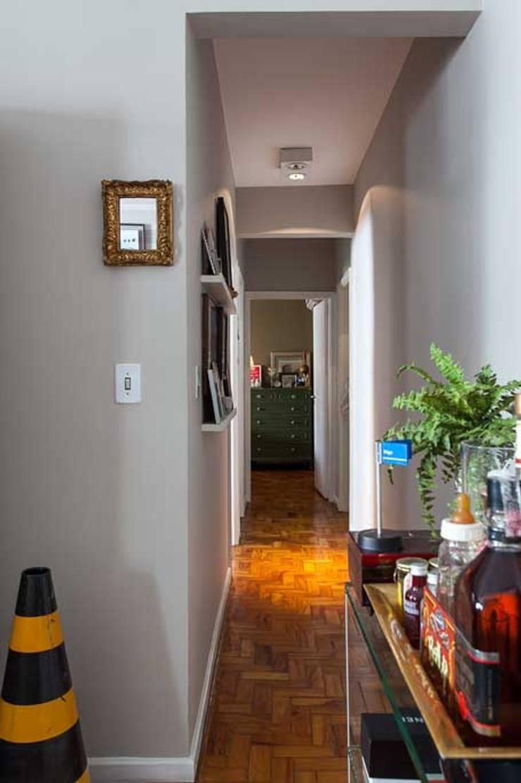 Corredor: Salas de estar  por Piloni Arquitetura