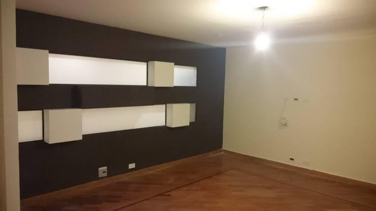 P273_AJC15: Salas de estilo  por Más Lados Arquitectura