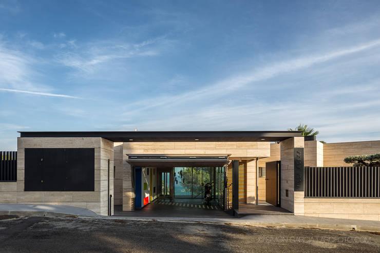 Maisons de style de style Moderne par Simon Garcia | arqfoto