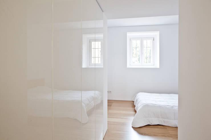 Apartamento no Restelo: Quartos  por phdd arquitectos
