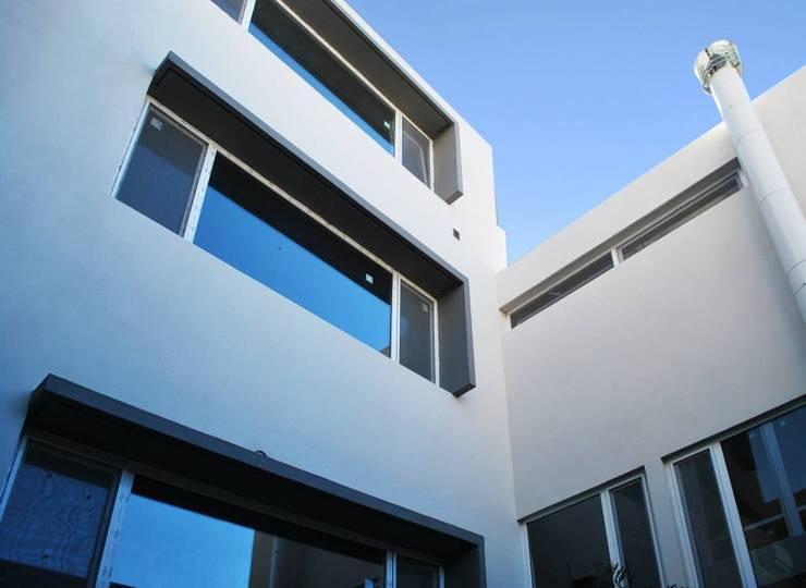 VOYF: Casas de estilo  por RUKA,Moderno