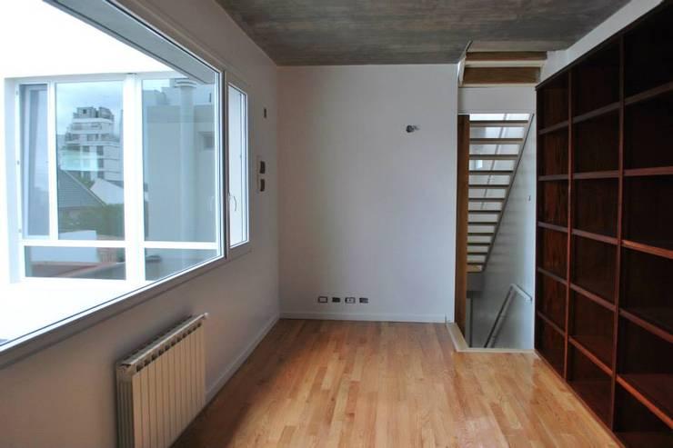 VOYF: Dormitorios de estilo  por RUKA,Moderno