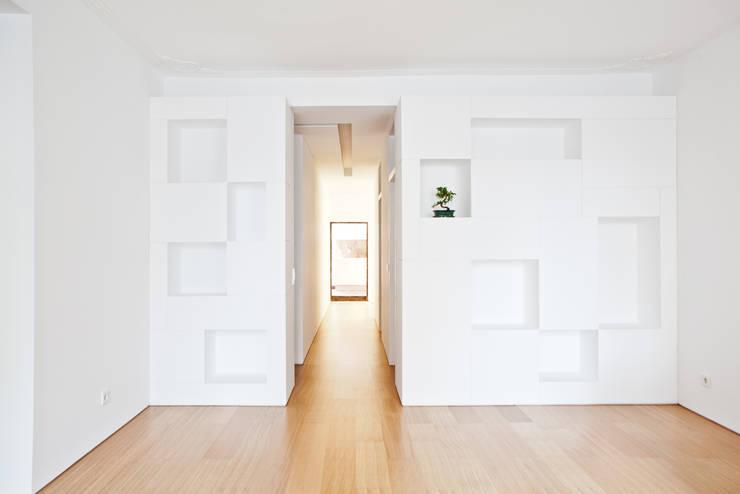 Apartamento no Restelo: Salas de estar  por phdd arquitectos