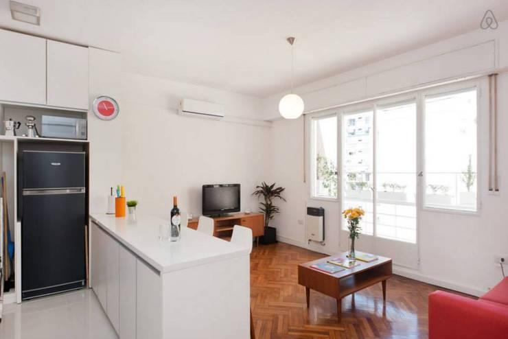 Larrea Apartamento: Livings de estilo  por Ballesteros | Arquitectos
