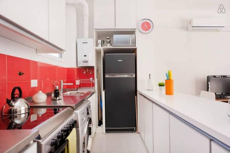 Larrea Apartamento: Cocinas de estilo  por Ballesteros | Arquitectos