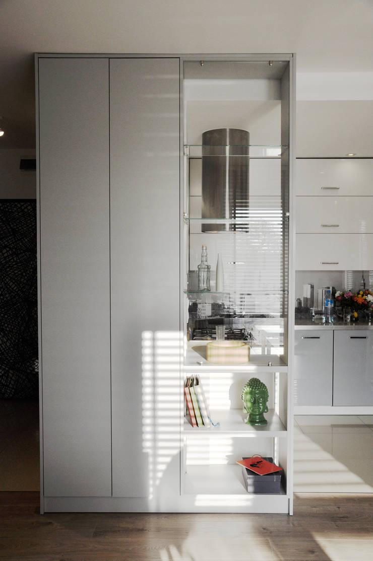 Metamorfoza: styl , w kategorii Kuchnia zaprojektowany przez Nidus Interiors Dominika Wojciechowska,Nowoczesny