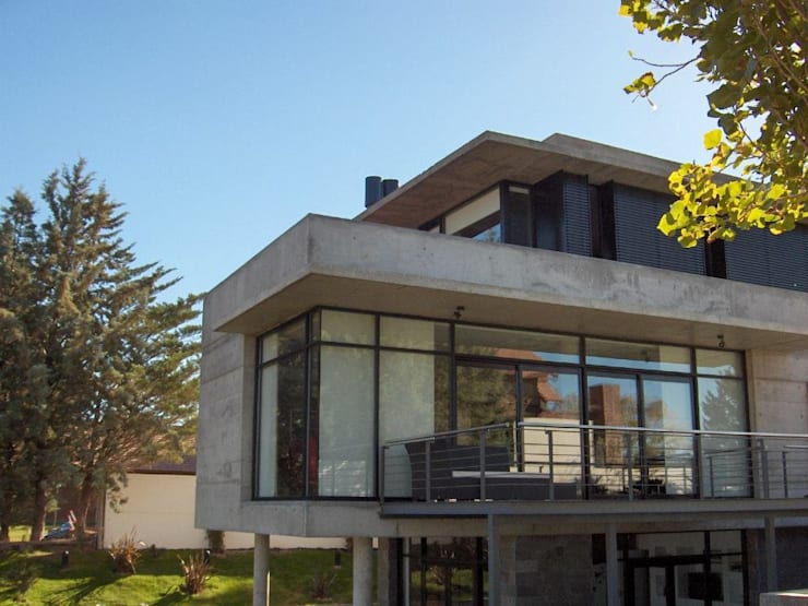 Casa en Barrio Gamma: Casas de estilo  por aercole