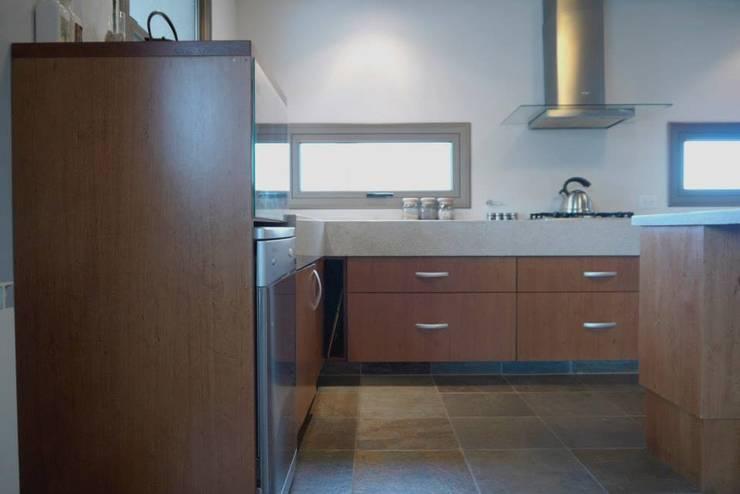 Baños y Cocinas: Cocinas de estilo  por Tondo Arquitectura
